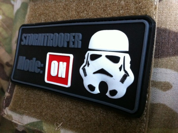 "3D Rubber PATCH: ""STORMTROOPER MODE: ON"" nachleuchtend"
